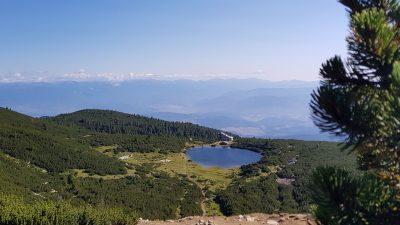 хижа Безбог и Безбожко езеро в Пирин планина